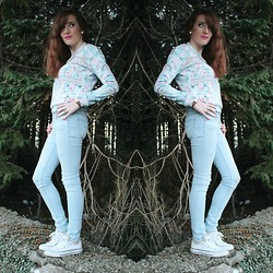 Rebecca Casserly - Bershka Pastel Mesh Blazer, Hollister Ripped Jeans, Converse - Pastel Florals in the Woods