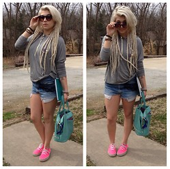Mads Glocka - Vans Neon Pink, Brandy Mellville Slouchy Gray Hoodie, Favorite Bag - I aint got no worries
