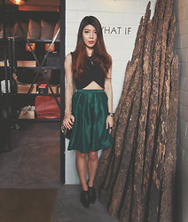B @Style Voyage -  - The girl in the green skirt