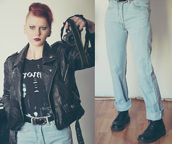 Magda Corvinus - Old Leather Jaket, Levi's® High Waisted Jeans, Dr. Martens Boots, Customized Band T Shirt - 80's inspired