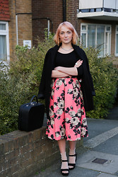 Kerry Lockwood - Topshop Floral Skirt, Topshop Cocoon Coat, H&M Black Jersey Body Suit, Glitter Socks, Ebay Vintage Vanity Case - Pretty in Pink...