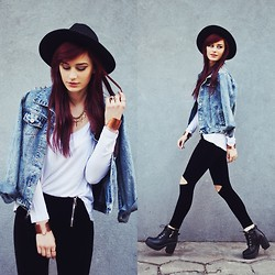 Katarzyna Konderak - Hat, Jacket, Leggings, Boots - Denim jacket.