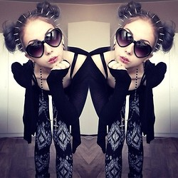 Rosa Pekkanen - Headband, H&M Shades, Second Hand Cardigan, Mick's Leggings - XS heart