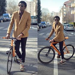 Marc-Henri Ngandu - Zara Blazers, Zara Retro Sunglasses, H&M Skinny Jeans, New Look Bike Socks, Topman Sneakers - The French Citadin
