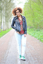 Roos A - Leather Jacket, Vintage Blouse, Jeans, Nike Janoski - Vintage blouse