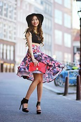 Virgit Canaz - Boohoo Flower Plaided Skirt, Boohoo Heels, Boohoo Croptop - Spring is here