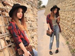 Maria Cheble - H&M Hat, Bershka Red Checkered Blouse, Stradivarius Leo Bag, Zara Studded Shoes, Pull & Bear Jeans, H&M Blouse - Red Checkered