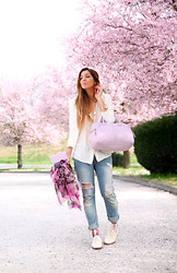 Sabrina Tassini - Fossil Bag, Zara Jeans, Emilio Cavallini Socks - Peach blossoms and white