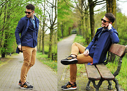 Lorenzo Liverani - Levi's® Trench, Zara Pants, Asics Shoes - BLUE TRENCH