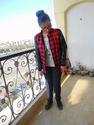 Noha Motaweh -  - Yes!! it's me in plaid