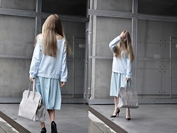 Dominica Justyna -  - Light blue power | movesfashion.com