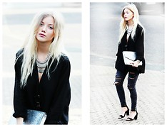 Nanda Polly S. - Dixi Necklace Collar, Zara Shoes, Zara Jeans, H&M Shirt - Blackwork(s)