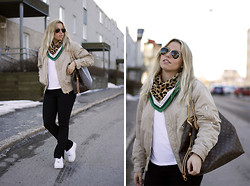 Ida Gabrielsson - Filippa K Bomber Jacket, &Other Stories Scarf, Monki T Shirt, Acne Studios Pants, Nike Sneakers, Louis Vuitton Bag, Ray Ban Sunglasses - SPING LOOK