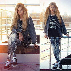 Ekaterina Normalnaya - Iamvibes Vest, Crystal Collective By Iamvibes Black Angel Aura Leggings - Foo Fighters – The Pretender
