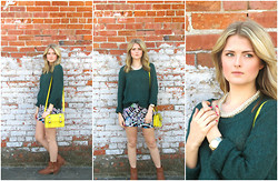 Laura P - H&M Green Sweater, Geometric Shorts, Boots, Yellow Clutch/Purse, Chain Statement Necklace, Gold Watch, Gold Rings - I am a visitor here