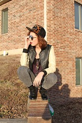 Shelby B. - Forever 21 Hat - Sunset Holmie