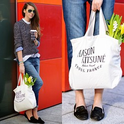 Julia Lundin - Cos Sweater, Wildfox Couture Jeans - Flowers in my bag