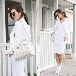 Anouska Proetta Brandon - Marciano Jacket, Riess Dress, Ray Ban Sunglasses, Coach Bag, Nike Runners - Bianco.