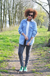 Roos A - Denim Blouse, Jeans, Nikes, Giorgio Armani Sunglasses - Denim on denim