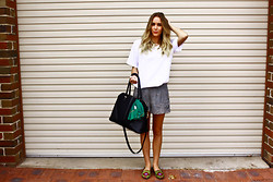 Lindsey Denham - Vintage Tee Shirt, Zara Shorts, Portmans Bag, Zara Shoes - April 02