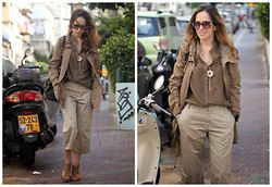Tali Lugashi Nashon -  - We in the army now: total khaki look!