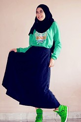 Fitri Nugraha - Arabia Shawl, Kenzo Sweater, Lace Long Skirt, Ash Sneakers Wedges - Dare to be green!!