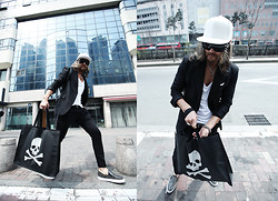 INWON LEE - Stampd Dope Snapback, Byther Black Suit Jacket, Céline Celine Slip On, Dior Homme Slim Slacks - Black Swanism