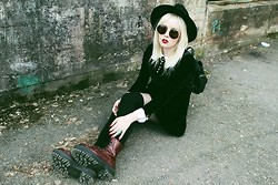 Thelma Malna - H&M Hat, Ebay Sunglasses, Chicnova Backpack, Ebay Velvet Dress, Over Knee Socks, Gina Tricot Rings, Dr. Martens Jadon Boots - VELVET DRESS & JADON BOOTS