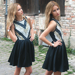 Daisy R. - Lasula Sequin Dress - SPARKLE