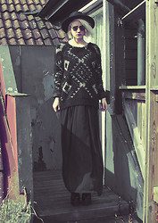 Malin Z - H&M Hat, Alexandra Inn Sunglass Chain, Alexandra Inn Cross Earring, Bikbok Sweater, Gina Tricot Maxi Skirt, Nelly Platform Boots - Cold and clear