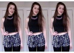 Ellie W - Topshop Black Crop Poloneck, Primark Chunky Necklace, H&M Pattern Shorts - PEANUT BUTTER WOLF