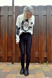 Elli Tran - Boy London Sweatshirt, River Island Discopants, Dr. Martens Doc - Comfy