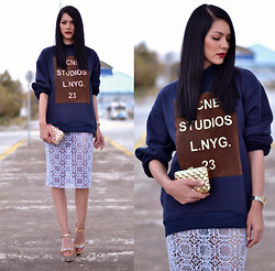 Konstantina Tzagaraki - Sweatshirt, Skirt, Clutch - It's the kind of kiss that inspires stars to shine..