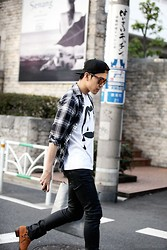 Dong Young Kim - Stampd Dope Snapback, Oakley Frogskin, Nudie Jeans Back2black - On the street TOKYO, Daikanyama