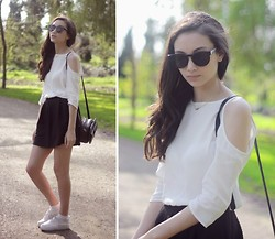 Linh Minouderie - Urban Outfitters Top, Urban Outfitters Bag, H&M Skirt, Forever 21 Sunglasses - Dolce Vita