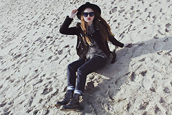 Kristina Magdalina - Oasap Hat, Dr. Martens Boots, Levi's® Jeans - Sunny