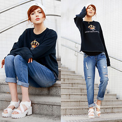 Ebba Zingmark - High Heels Suicide Sweater, Brixtol Beenie, Sinsay Boyfriend Jeans, Vagabond Sandals, Lily Charmed Necklace, Bubbleroom Top Underneath - Queen of fucking everything