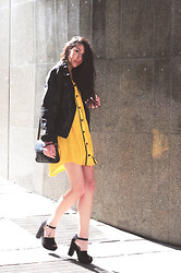 Stephy C. - River Island Jersey - Black & yellow.