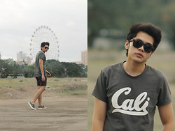 Mon Cruz - Ray Ban Black Sunnies, Vans Castlegray/Mallow Authentic - Get hyphy