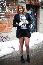 Virginie Pichet - Topshop Blazer, Marc By Jacobs Playboy T Shirt, Zara Shorts, Jeffrey Campbell Booties - Kate Moss for Playboy