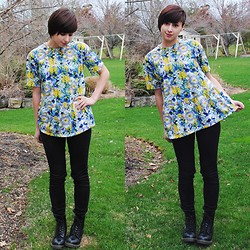 Sabrina B - Oasap Floral Shirt, All Saints Black Jeans, Dr. Martens Black Docs - Spring Break in PA