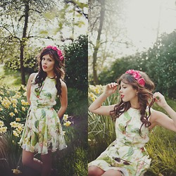 Georgina Walker - In Love With Fashion Dress, Crown And Glory Headband -  golden hands