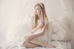 Joana ♡ - Michaela Scalisi Flower Crown, Sheinside Dress - Little white flower