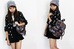 Ems H - Cotton On Rad Beanie, Cotton On Skull Printed Blouse, Bershka Grey Cropped Tee, Hollyhoque Black Skater Skirt, Target Tribal Bag - Coachella Please