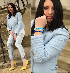 Anna Olejarz -  - Blue jacket & neon shoes