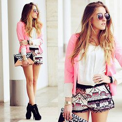 Elen Ellis - Aldo Sunglasses, Only Jacket, Susymix Blouse, Dixie Shorts, Primark Clutch, Zara Booties - DREAMING COACHELLA
