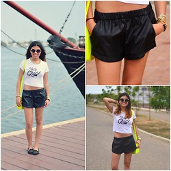 Silvia Fernandez - Zara Leather Shorts - Summer aesthetics