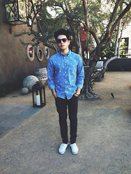 Bryan Flores - H&M Shirt, H&M Skinny Jeans, Vintage Gold Casio Watch, Vans Shoes - Hit the road Jack