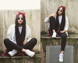 Cindy Le - Nike Sneakers, Bik Bok Jacket, Weekday Shirt - //White bomber//