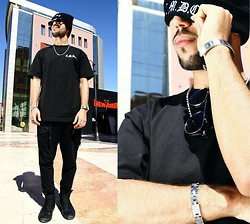 Khalil Alaoui - Cmdc Beanie, Cmdc Tee, Cmdc Sunnies, Zubiro Bracelet, Zubiro Bracelet, Zubiro Chain - Black Is Perfect Color